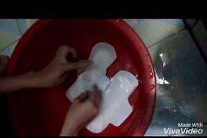 Giới trẻ uống nước băng vệ sinh để tìm cảm giác 'phê': Chuyên gia tâm thần nói gì?