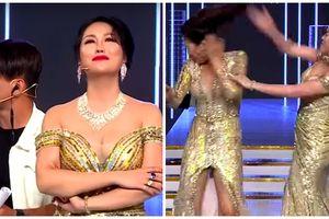 Bị bạn diễn chỉ trích 'dao kéo' là bất hiếu, Phi Thanh Vân tím mặt tát đồng nghiệp trên sóng truyền hình