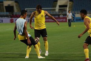 Dùng bóng bầu dục, tuyển Malaysia giấu bài gì chờ đấu Việt Nam?