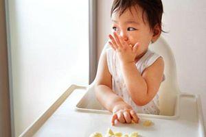 Lỗi phản tác dụng khi mẹ cho bé ăn chuối sai cách
