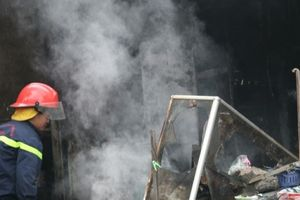 Hà Nội: Cháy ki-ốt chợ Bưởi, cả trăm tiểu thương sợ 'dựng tóc gáy'