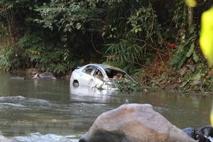 Ôtô lao xuống vực sâu, 3 người trong một gia đình thương vong
