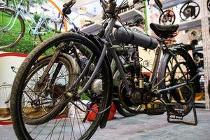 Chiêm ngưỡng chiếc xe đạp cổ 107 năm tuổi có giá 11.000 USD xuất hiện trong VietNam sport show 2018 tại Hà Nội
