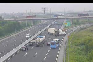 Gửi hình ảnh xe đi ngược chiều, đi lùi trên cao tốc tới CSGT để xử lý nghiêm