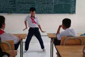 Cậu bé nhảy 'Baby Shark' điêu luyện để lấy lòng cô giáo khi bị phạt