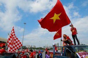 Việt Nam đánh bại Malaysia, CĐV vỡ òa sung sướng