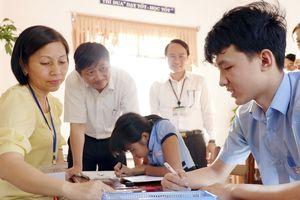 Lãnh đạo thành phố thăm, chúc mừng ngày Nhà giáo Việt Nam