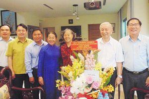 Lãnh đạo TPHCM thăm các nhà giáo tiêu biểu
