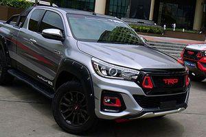Toyota Hilux 2019 độ TRD Black Rally Edition chính hãng