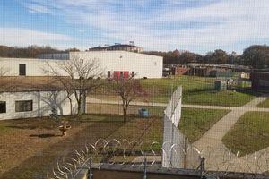 Kinh ngạc nhà tù bỏ hoang biến thành phim trường nổi tiếng