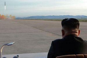 Lãnh đạo Kim Jong-un giám sát thử vũ khí chiến thuật mới