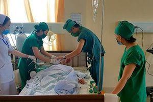 Phẫu thuật thành công bệnh nhân bị bướu cổ 'khủng' do một phóng viên phát hiện