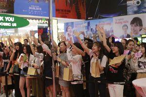 Fan Việt xếp hàng dài ủng hộ phim chiếu rạp của nhóm BTS