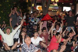 Niềm vui của khán giả Việt Nam sau chiến thắng Malaysia