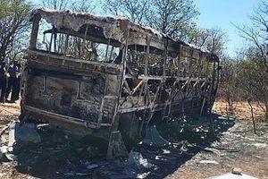 Nổ can xăng để trên xe buýt, ít nhất 42 người thiệt mạng