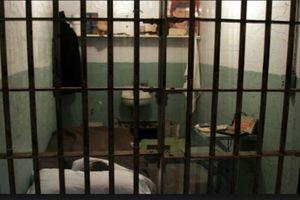 Nghi can treo cổ chết trong nhà tạm giữ của công an huyện