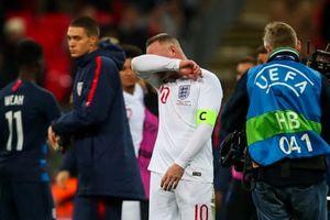 Rooney tịt ngòi và bật khóc trong trận cuối cùng cho tuyển Anh