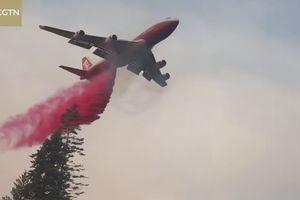 Clip máy bay Boeing 747 chữa cháy rừng khủng khiếp ở California