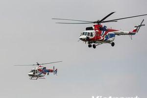 Màn trình diễn hoành tráng của hai trực thăng Nga trên bầu trời Hà Nội