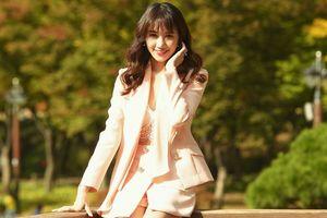 Hari Won bỗng nhiên 'đổi gió' hóa mỹ nhân quyến rũ khi diện trang phục lấp ló nội y