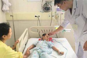 Tự chữa táo bón tại nhà, bé 4 tuổi nhập viện trong tình trạng nguy kịch
