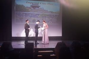 'Mù' tiếng Anh vẫn đi thi quốc tế, thí sinh Việt thành 'thảm họa' trên sân khấu
