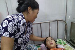Hà Nội: Người thân trắng đêm chăm khoảng 100 trẻ mầm non nhập viện nghi ngộ độc thực phẩm