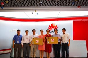 Huawei Việt Nam trao tặng máy tính cho 2 trường học ở Lạng Sơn và Hòa Bình