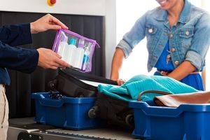 4 'không' khi đóng gói hành lý xách tay đi du lịch