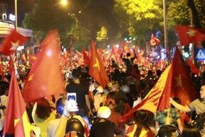 Hà Nội 'không ngủ' vì chiến thắng của đội tuyển Việt Nam