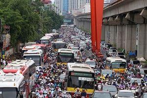 Cử tri kiến nghị đẩy mạnh các giải pháp chống ùn tắc giao thông