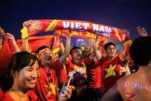 Không khí cuồng nhiệt trước giờ diễn ra trận đấu Việt Nam - Malaysia