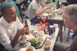 Những món ăn bán đầy vỉa hè Việt bất ngờ 'nổi danh' trên báo Tây