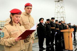 'Đội quân thiếu niên' của Tổng thống Putin thề trung thành trên tàu ngầm hạt nhân lớn nhất thế giới