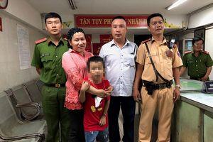 Bé trai mất tích sau trận thắng của Việt Nam trước Malaysia