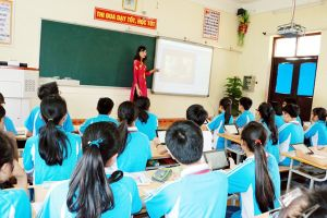 Giáo viên chua xót bỏ nghề đi bán hàng online, đi xuất khẩu lao động: 'Em sắp thoát rồi chị ạ!'