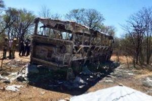 Ít nhất 42 người chết do cháy xe buýt ở Dim-ba-bu-ê