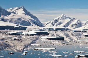 Tảng đá siêu nóng 'nuốt' khối băng rộng hơn cả hòn đảo ở Nam Cực