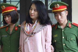 'Bóng hồng' khóc nghẹn ở phiên tòa xét xử vụ đánh bạc ngàn tỉ