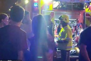 Hỗn loạn vì bom khói, 4 người bị thương trong đêm nhạc Lil Pump