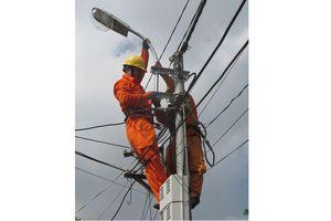Lắp đặt điện chiếu sáng miễn phí tại 11 tuyến đường, kiệt, hẻm