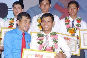 Khen thưởng các tập thể, cá nhân vì sự nghiệp giáo dục