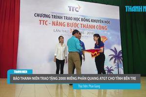 Báo Thanh Niên trao tặng 2.000 miếng phản quang ATGT cho tỉnh Bến Tre