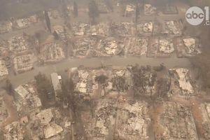 Cảnh hoang tàn ở thị trấn Paradise nhìn từ trên cao sau thảm họa cháy rừng