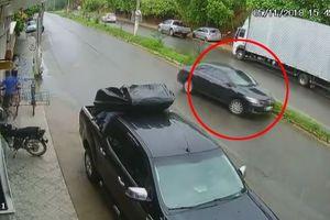 Lái xe suýt gây tai nạn chết người, tài xế ô tô thản nhiên nhấn ga bỏ đi