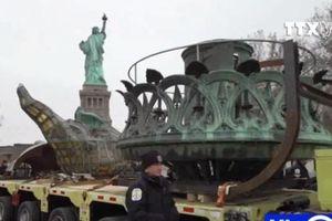 Mỹ di chuyển ngọn đuốc nặng hơn 1,6 tấn của Nữ thần Tự do