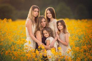 Những bức ảnh đẹp như tranh của bà mẹ và 11 đứa con
