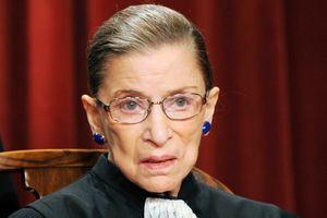 Nước Mỹ lo lắng khi nữ thẩm phán Ruth Bader Ginsburg bị ngã gãy xương