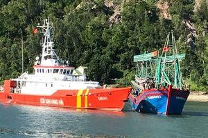 Nghệ An: Cứu được tàu cá và 10 thuyền viên gặp nạn trên biển