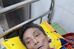 Mâu thuẫn trong gia đình: Cụ ông bị vợ cầm dao đâm thấu ngực